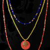 collier rouge jaune bleu