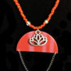 collier rouge lotus