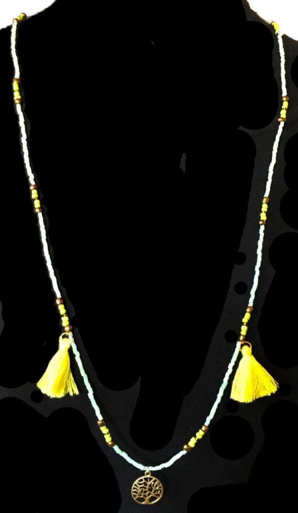 collier vert ponpon jaune 1